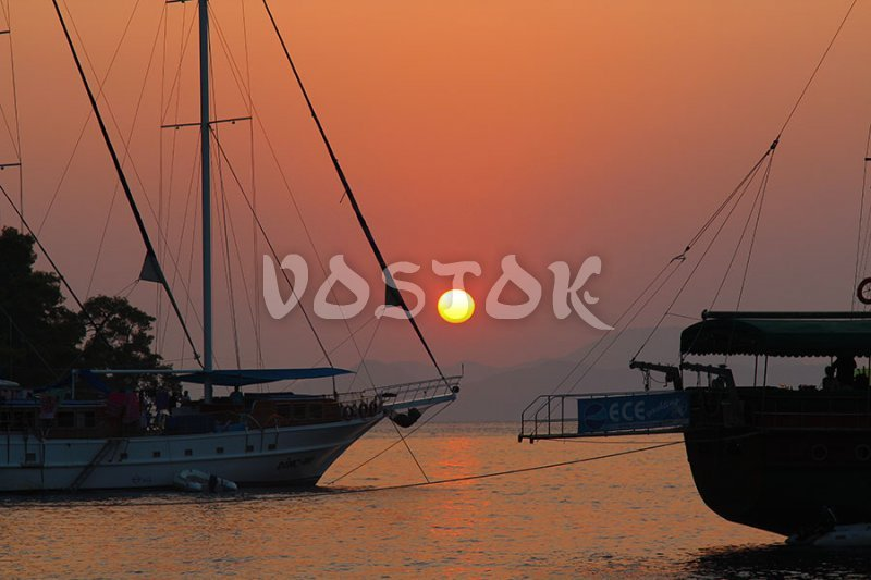 Hire private boat for sunset cruise
