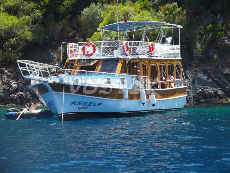 Angel boat is eligible for up to 25 persons and has 20 sunbeds